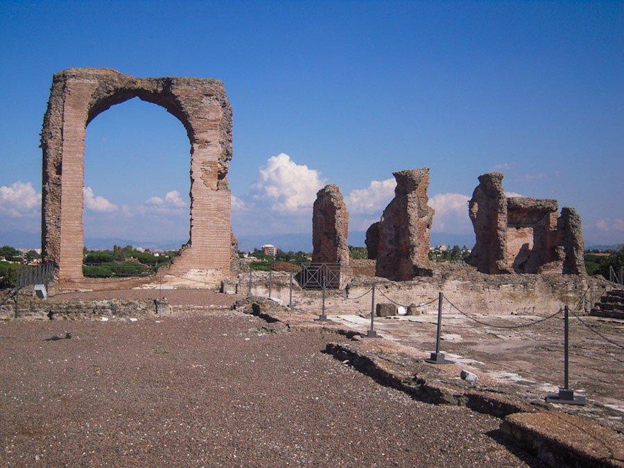 Passeggiata alla Villa dei Quintili lungo la via Appia Antica con una guida turistica