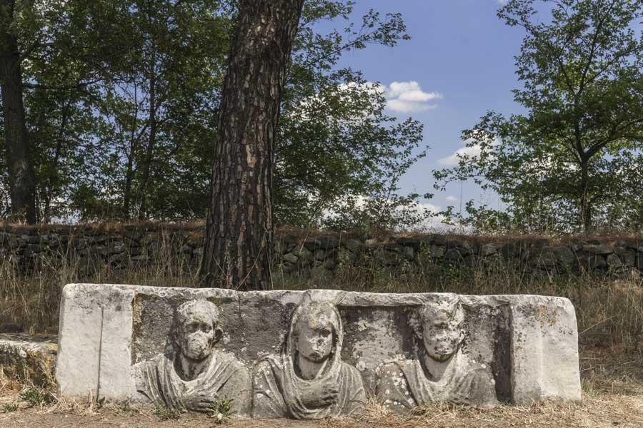 Appia Antica Roma: panchina degli antenati