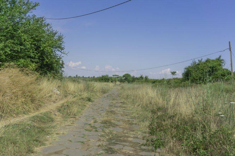 trekking facile lungo la via Appia Antica a Roma
