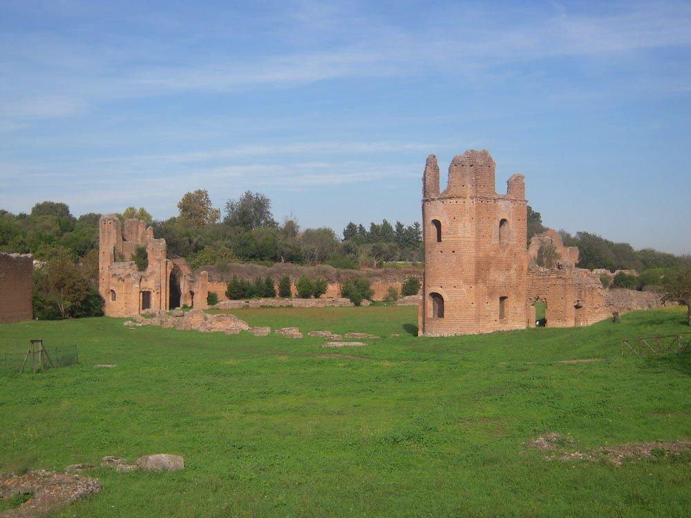 Villa e Circo di Massenzio lungo via Appia Antica a Roma