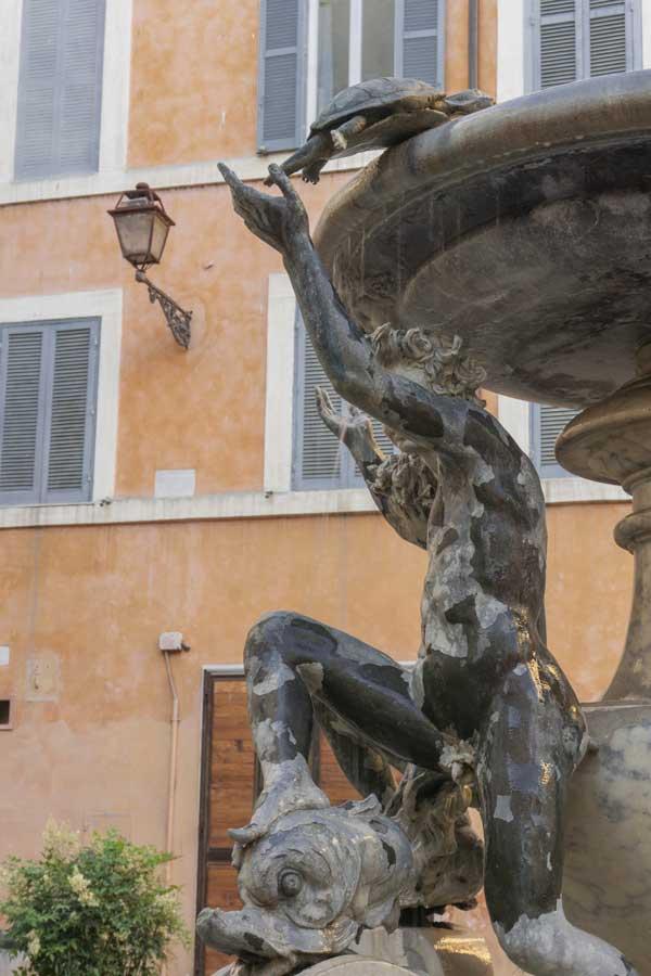 Fontana delle Tartarughe a Piazza Mattei di Roma