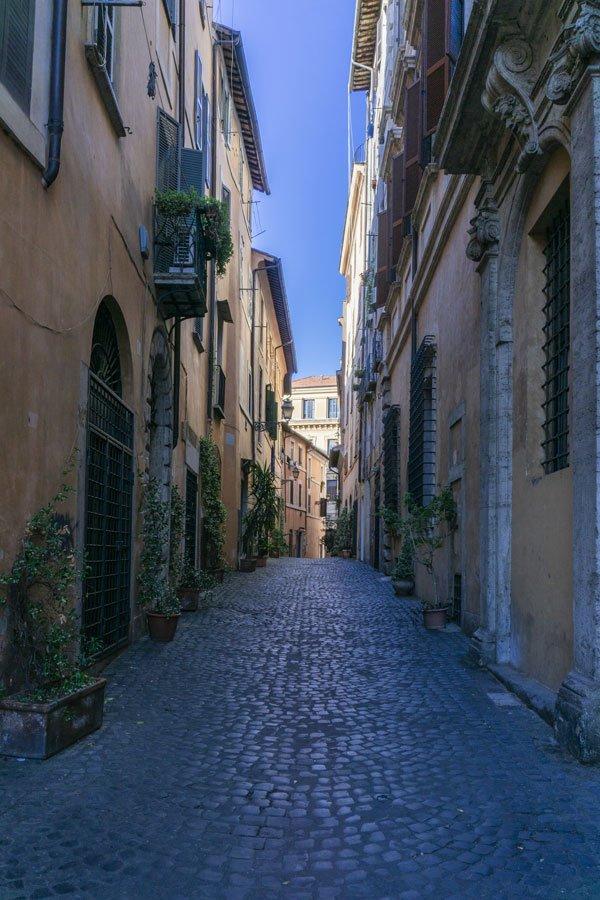 via della Reginella al ghetto di Roma