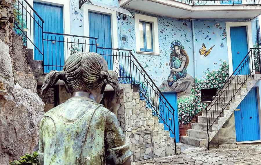 Sant'Angelo le Fratte: arte urbana in Basilicata