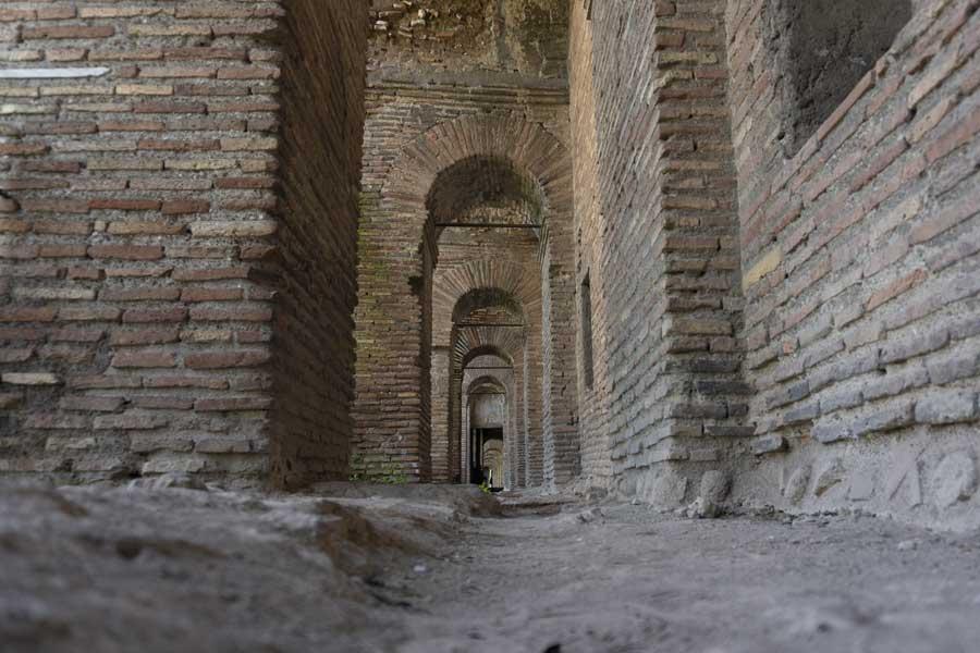 camminamento lungo le Mura Aureliane da Porta San Sebastiano a Porta Ardeatina