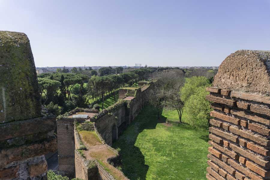Le Mura Aureliane di Roma viste dalla torre di Porta San Sebastiano