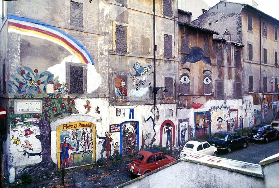 murales di via di Tor di Nona a Roma con l'Asino che Vola