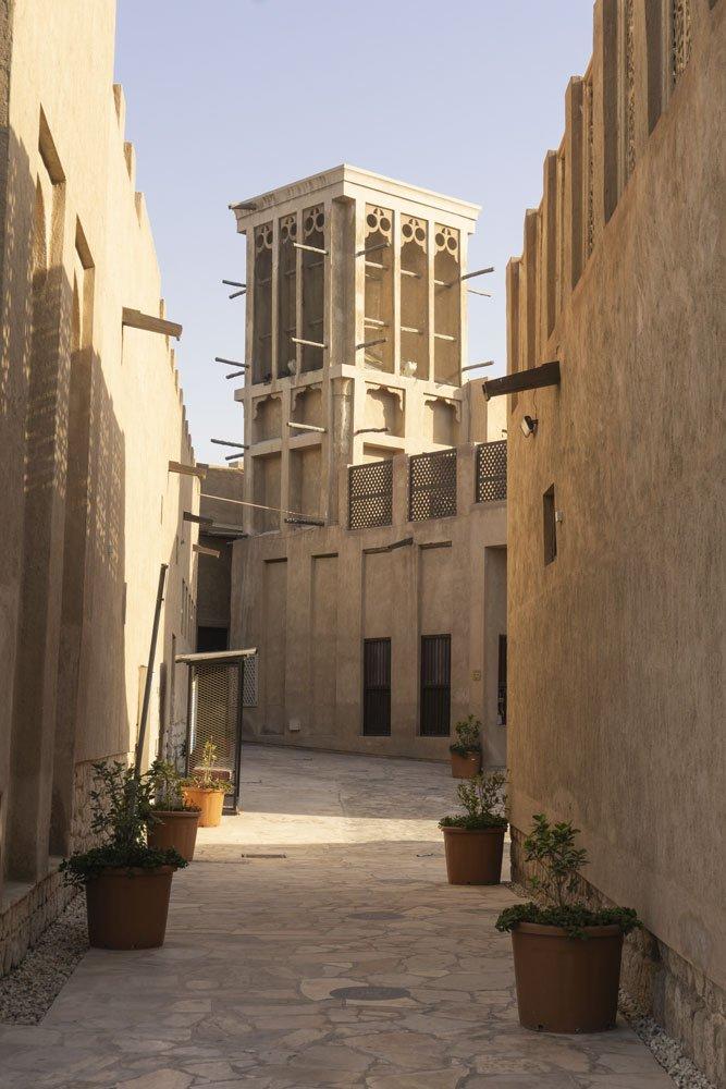 scorcio di AL Fahidi con la caratteristica torre al vento