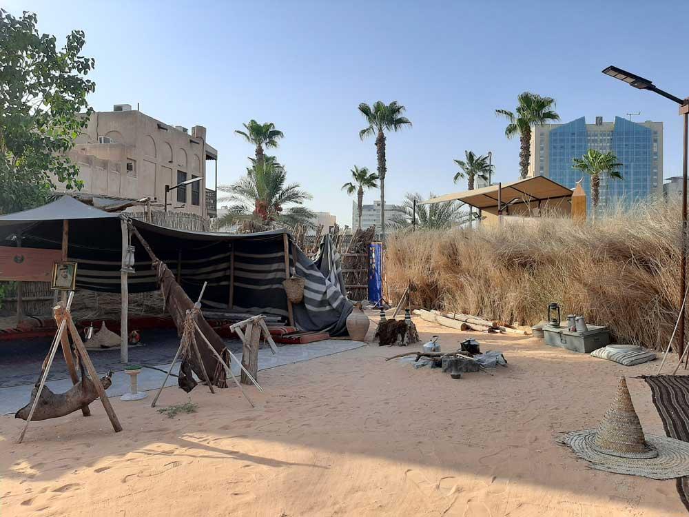 ricostruzione di una antica capanna di paglia