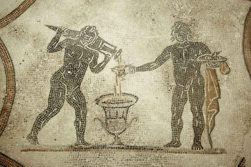 Mosaico con scena della mescita del vino alla Villa dei Mosaici
